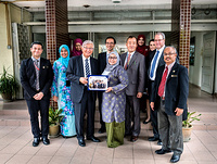Dr Shin Young-soo (3rd from left), WHO Regional Director for the Western Pacific and Dr Ki Dong Park (5th from right), Executive Officer, Country Support Unit visiting the Institute for Medical Research in Kuala Lumpur, Malaysia. Note: Titles of staff/delegates reflect their respective position at the time the photo was taken.